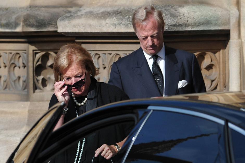 Carol e Mark Thatcher. Era stata proprio la madre a chiedere di trascorrere la notte prima del funerale nella cappella del Parlamento (Afp/Court)
