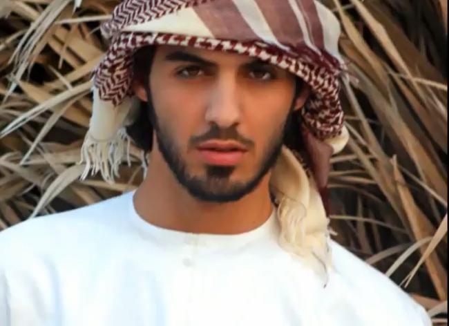 Si chiama Omar Borkan Al Gala, fa il poeta e l'attore ed è originario degli Emirati Arabi. Sarebbe lui uno