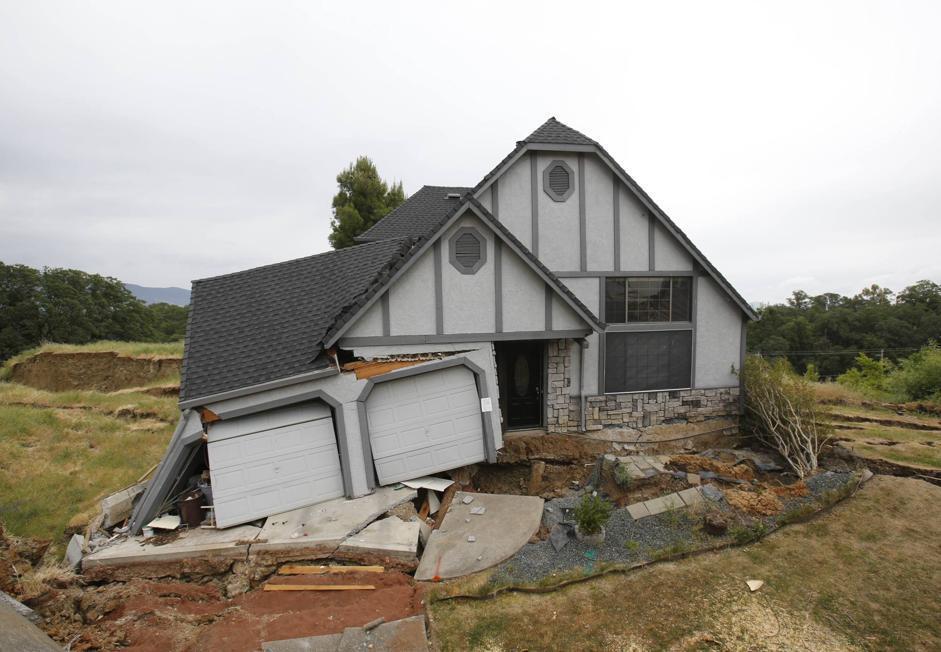 Una delle case crollate a Lakeport (Ap/Rich Pedroncelli)