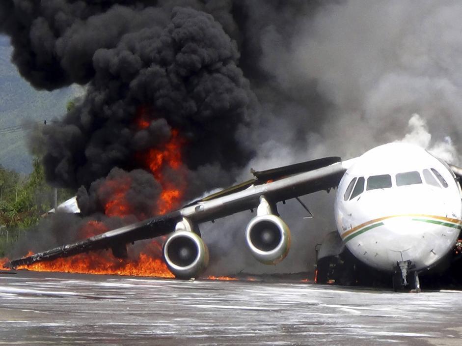 Risultati immagini per Incendio di un aereo