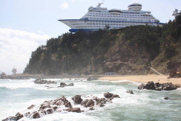 È uno degli hotel più curiosi al mondo. Si trova in Corea del Sud. Il «Sun Cruise Hotel», che è una vera e propria nave da crociera (di Elmar Burchia. Foto: esuncruise.com)