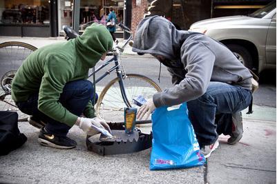 I due ragazzi al lavoro (dal sito urbantraps.com)