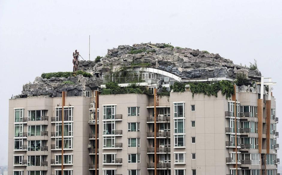 Pechino in cima al grattacielo la casa fatta di roccia for Casa in cima al garage