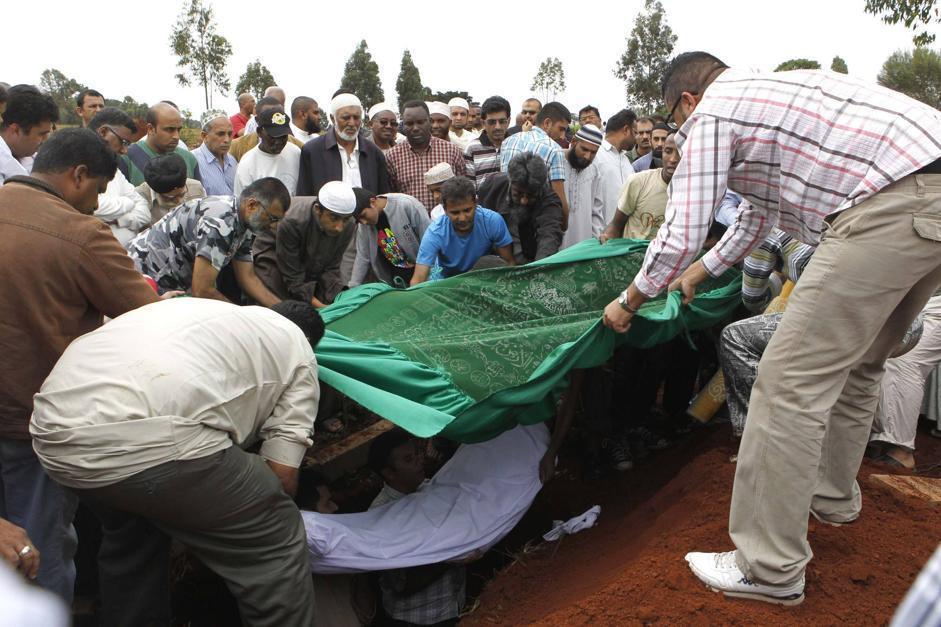La cremazione del corpo di Rehmad Mehbub, 18 anni (Reuters/Mukoya)