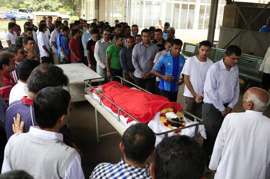 L'ultimo saluto a un'altra vittima: Nehal Vekaria, indiana, 16 anni (Reuters/Khamis)