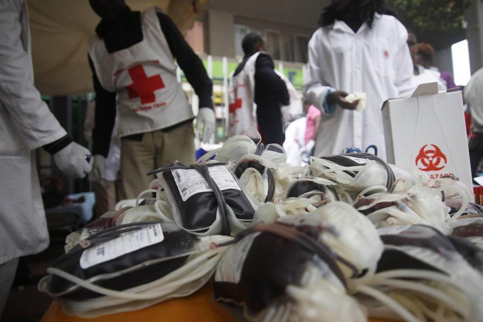 Kenyoti donano sangue per i feriti (Epa/Irungu)