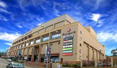 Sabato mattina un gruppo armato, probabilmente di terroristi islamici, ha attaccato il centro commerciale Nakumatt Westgate di Nairobi, in Kenya (westgate.co.ke)