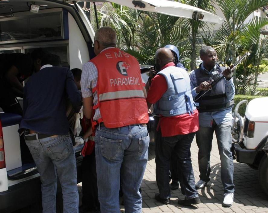 Difficili i soccorsi dato che la Croce Rossa locale e forze di polizia confermano che la sparatoria all'interno del centro era ancora in corso diverse ore dopo l'inizio dell'attacco (Ap/Azim)