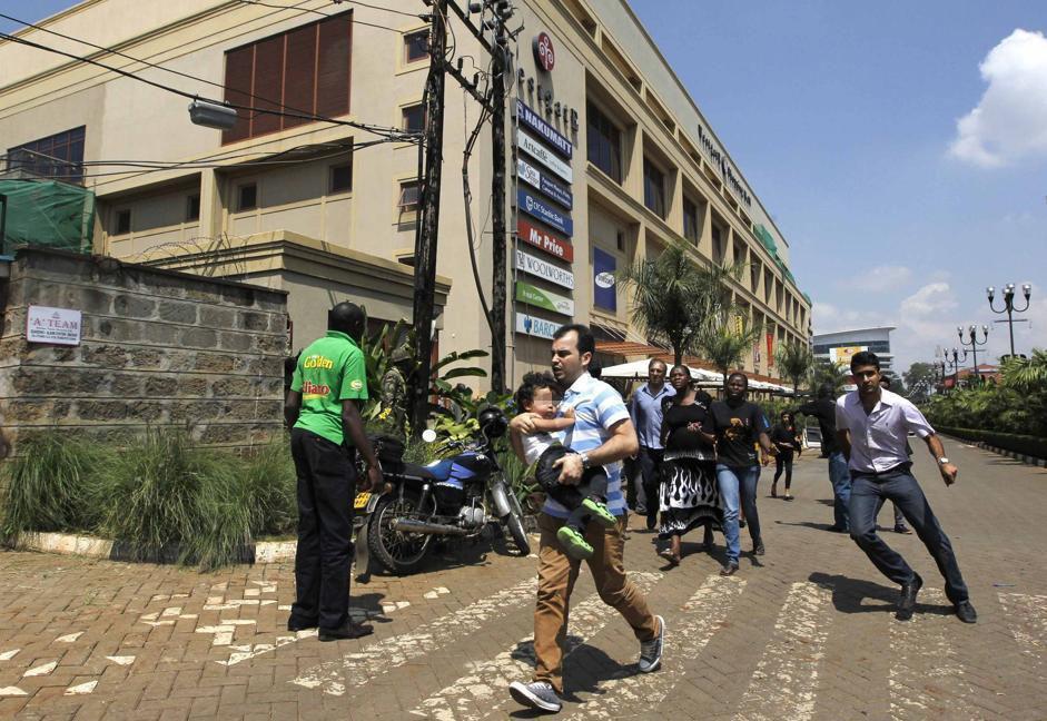 La fuga dal Nakumatt Westgate (Ap/Azim)