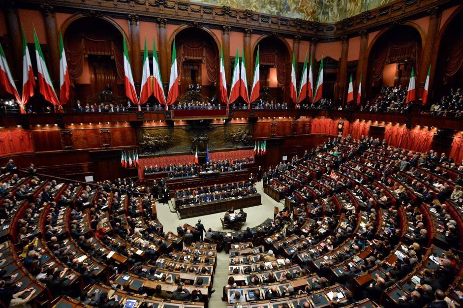 Napolitano giuramento bis fermezza e commozione for Parlamento della repubblica