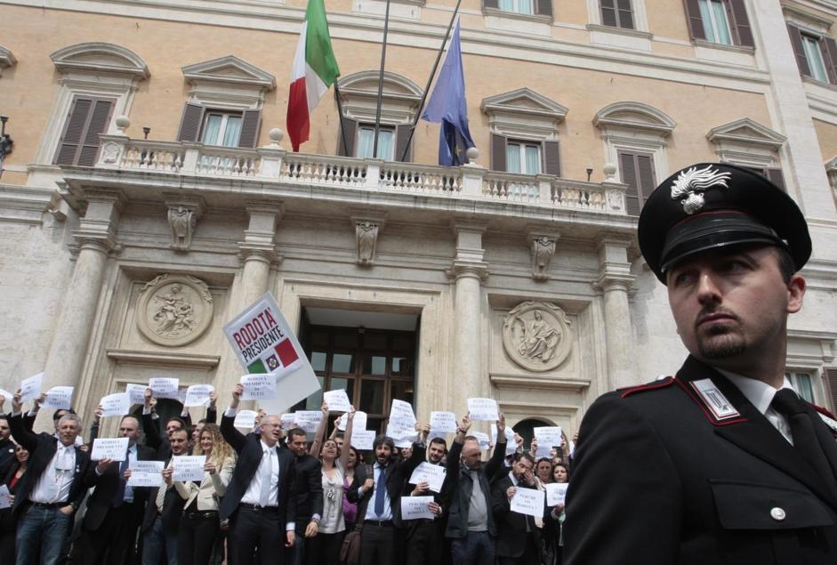 Proteste davanti a Montecitorio (LaPresse)