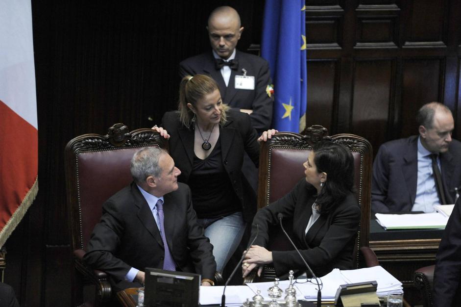 La capogruppo del M5S alla Camera Roberta Lombardi (al centro) con la presidente della Camera dei Deputati Laura Boldrini e con il presidente del Senato Pietro Grasso (Ansa/Brambatti)