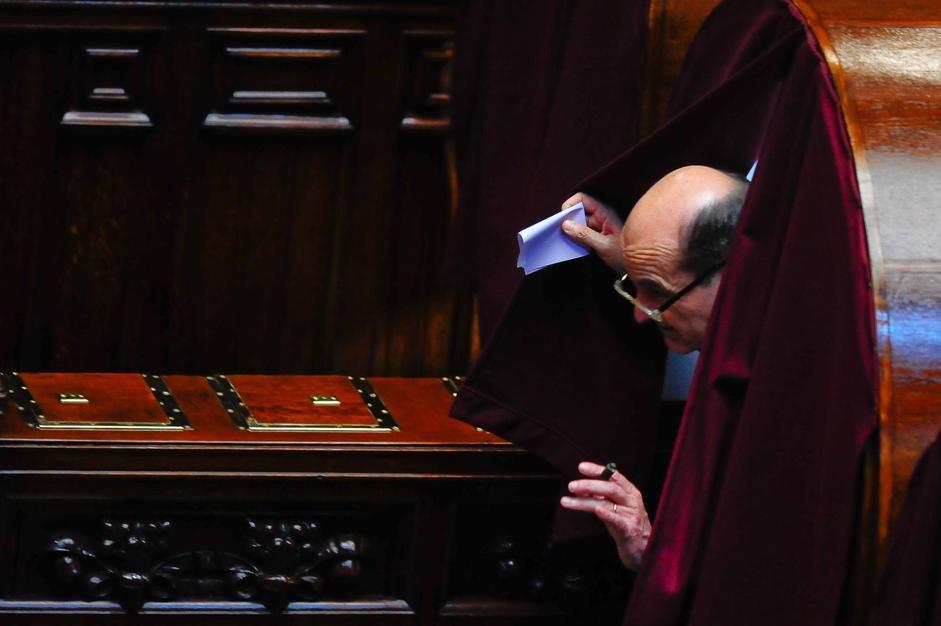 Il leader dimissionario del Pd Pier Luigi Bersani al voto (IMAGOECONOMICA/STEFANINI)