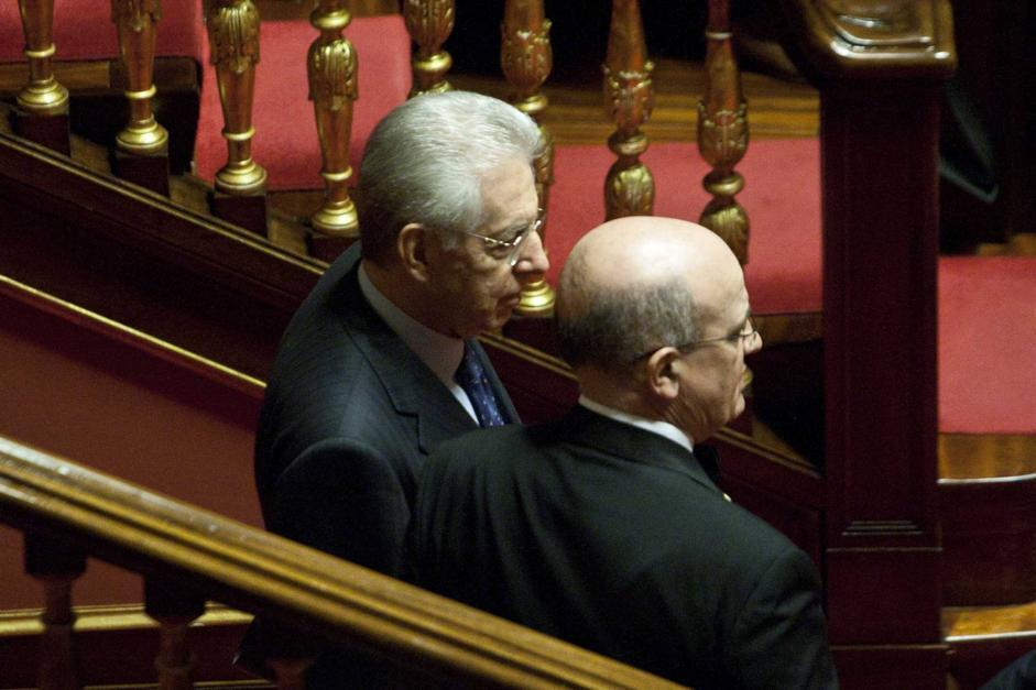 Mario Monti entra in Senato (Mauro Scrobogna /LaPresse)