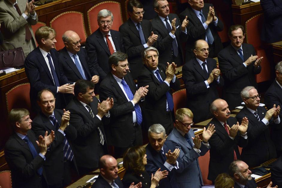 I senatori applaudono Papa Francesco durante la seduta di insediamento (Guido Montani/Ansa)