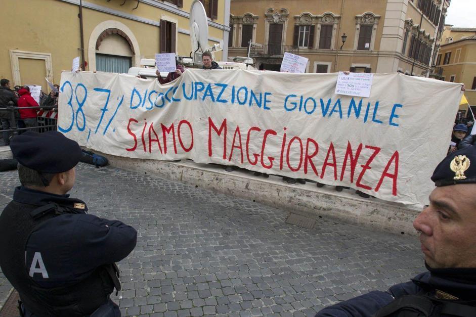 All'esterno di Montecitorio le prime manifestazioni di protesta: esodati e associazioni varie fanno sentire la loro voce (Benvegnù Guaitoli)