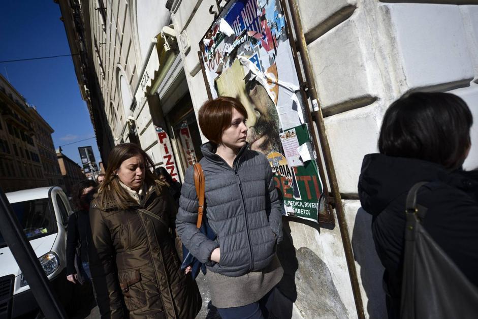 All'hotel Saint John a Roma il «Conclave» dei Cinque Stelle, la riunione dei neoeletti del Movimento    di Beppe Grillo. Nella foto in alto Marta Grande, la deputata più giovane del Parlamento. Ha 25 anni (Ansa/Montani)