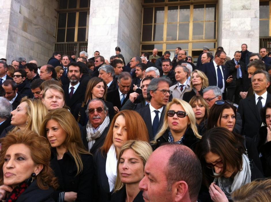 pdl la marcia dei parlamentari a milano