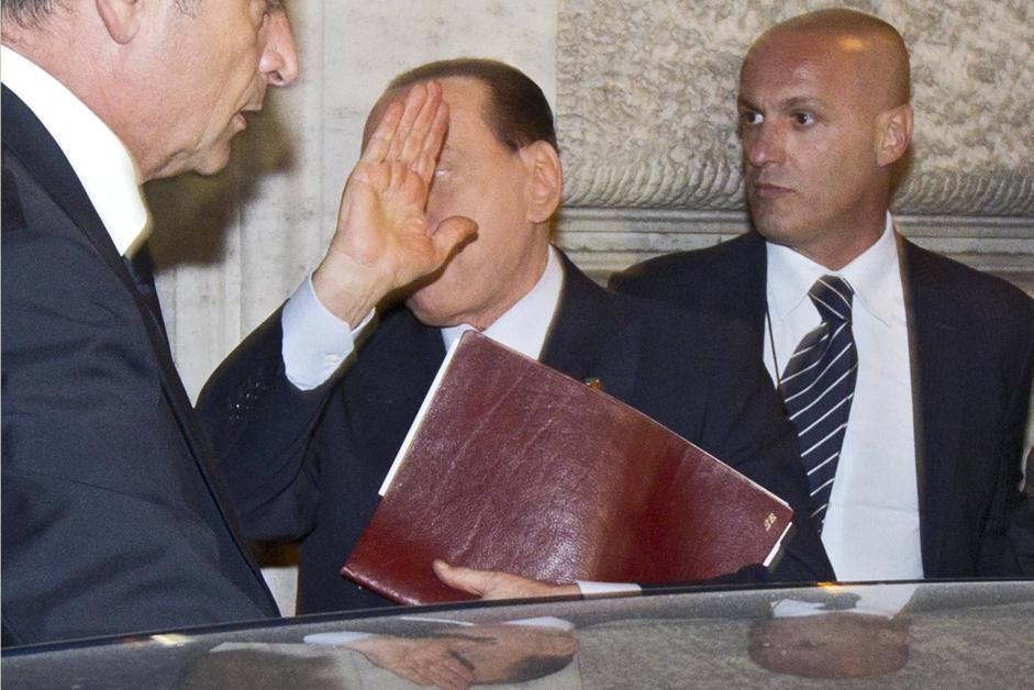 Berlusconi alla riunione con i parlamentari del pdl for Parlamentari pdl