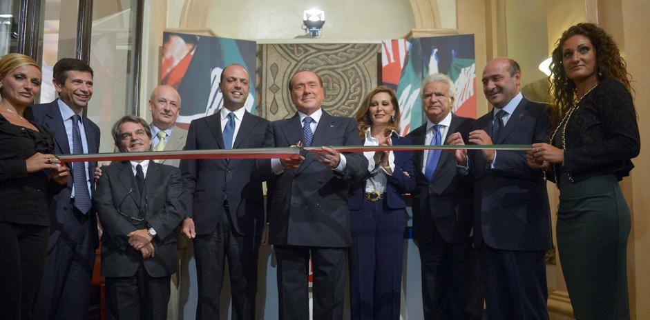 Forza italia silvio berlusconi inaugura la nuova sede for Sede parlamento roma