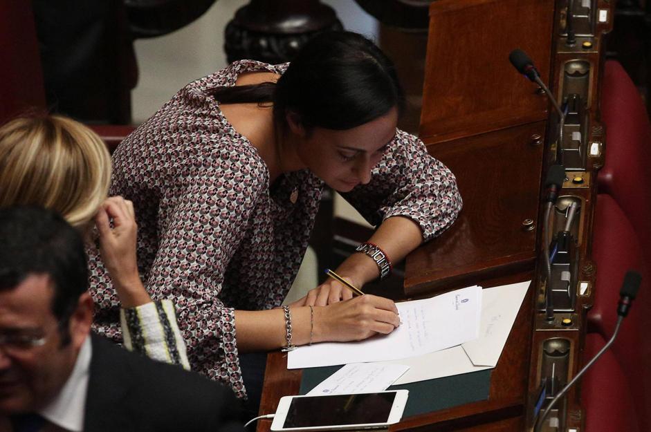 Dimissioni di massa il pdl raccoglie le firme in aula for Parlamentare pdl