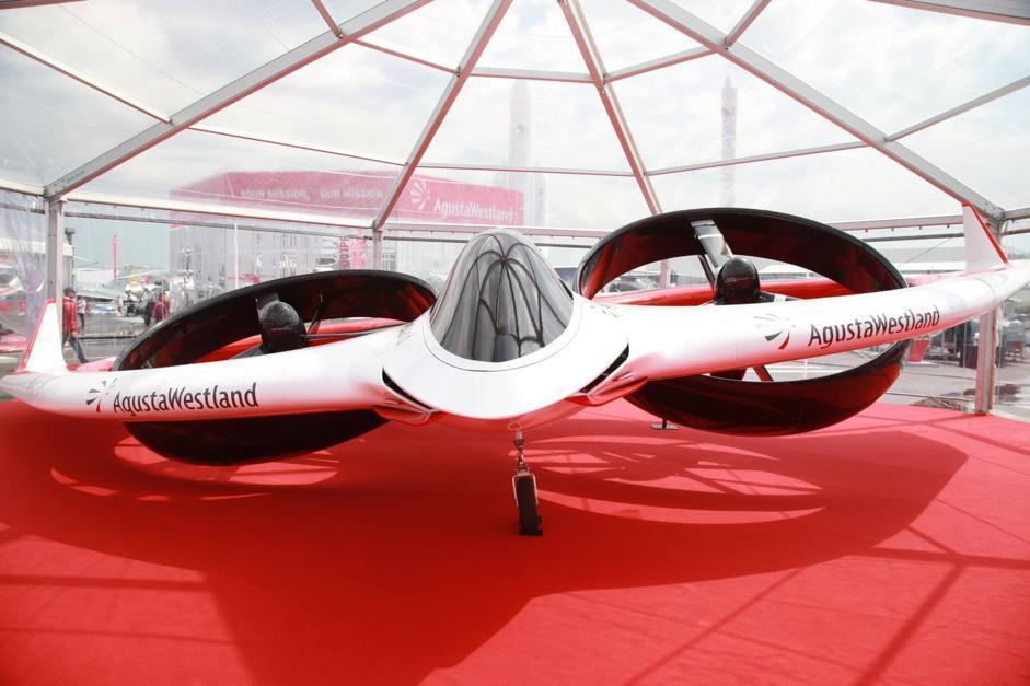 Si tratta di un velivolo elettrico a decollo verticale (Agusta Westland)