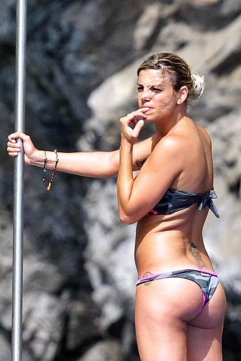 Celebrity life-news-photos: Emma Marrone in bikini a Capri