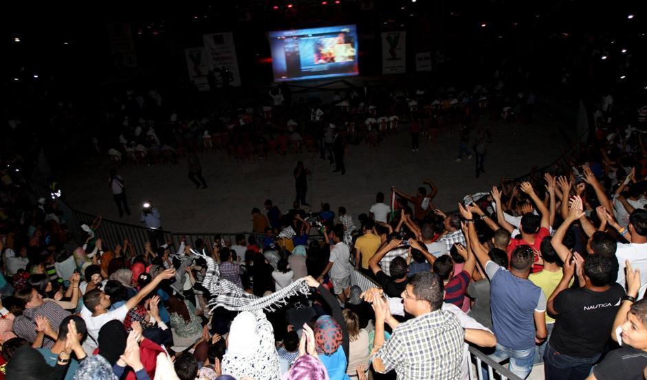 Il pubblico davanti ai maxischermi (Afp/Momani)