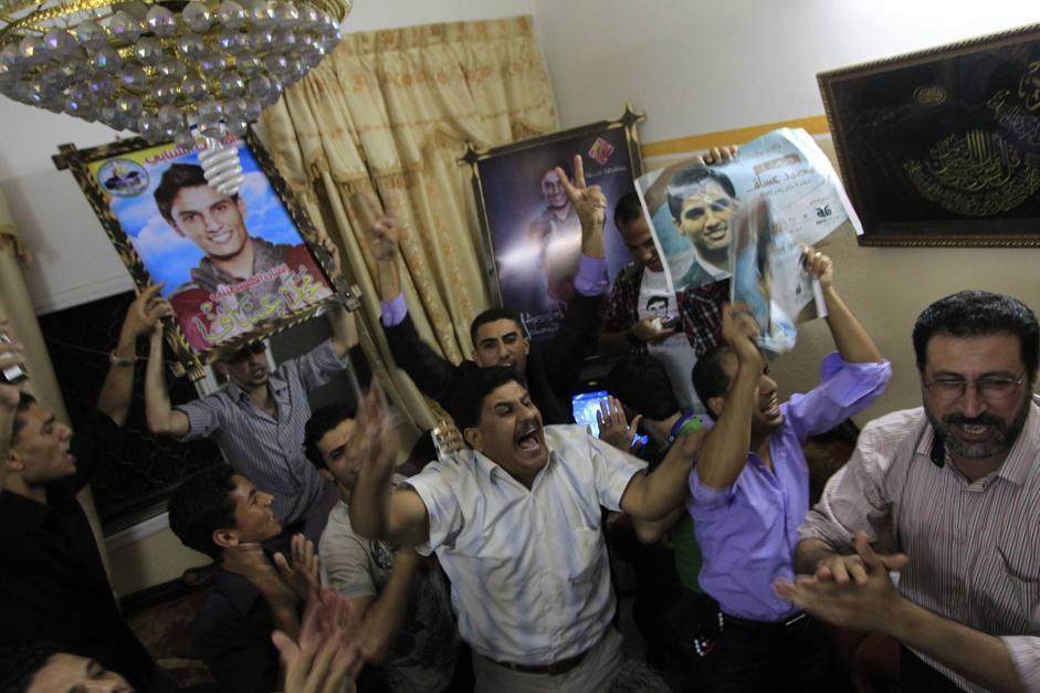 Le urla di gioia per la vittoria a casa del ragazzo nella città di Khan Yunis nella parte sud della striscia di Gaza (Afp/Khaitib)