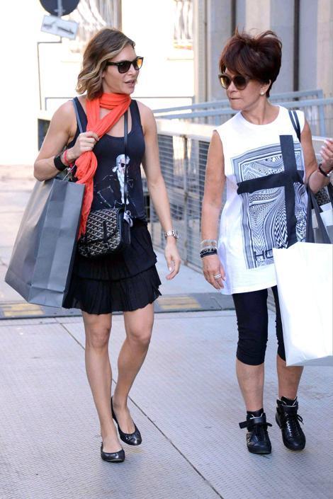 Ayda Field, moglie di Robbie William, rientra in albergo dopo aver fatto shopping in via Montenapoleone (Olycom)