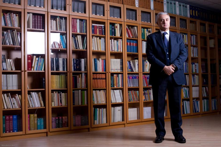 Mennea era un grande lettore: la foto nella sua biblioteca. Scriveva anche: non solo di atletica, ma anche di diritto sportivo e di concorsi pubblici  (Mjrka Boensch Bees)