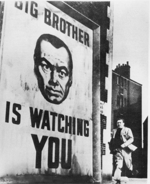 La privacy � diventata un concetto obsoleto, dai contorni molto sfumati e non potrebbe essere altrimenti visto che il 2025 � l'anno in cui abbiamo completato la copertura globale tramite telecamere. Non c'� angolo che sfugga all'occhio di vetro e tutti possono essere seguiti passando da una camera all'altra (come in 1984 di Orwell, nell'immagine Nel duemila non sorge il sole).