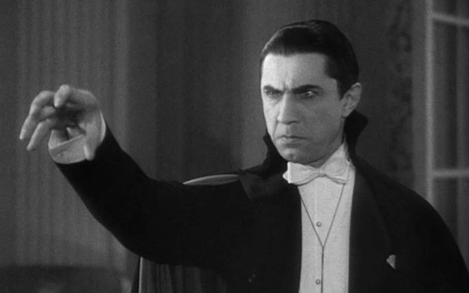 L'aver trattato per decenni l'invecchiamento come una malattia ci ha portato finalmente a scoprirne le cause. Tecnologia, biotecnologia e nanotecnologia applicate agli esseri viventi ci hanno permesso di diventare funzionalmente immortali: ormai � possibile trasferire le nostre menti nei computer e la medicina rigenerativa ripara i danni provocati dalla vecchiaia. Diamo il benvenuto al 2045 (nell'immagine  Dracula).