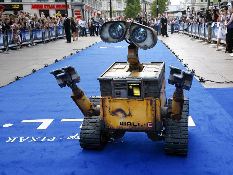 Il tempo degli ologrammi � passato, adesso sono i robot a darci una mano in casa, a servire nei ristoranti, a prendersi cura di noi e a tenerci compagnia. Nessuno pensava che il 2049 sarebbe stato cos� robotico.