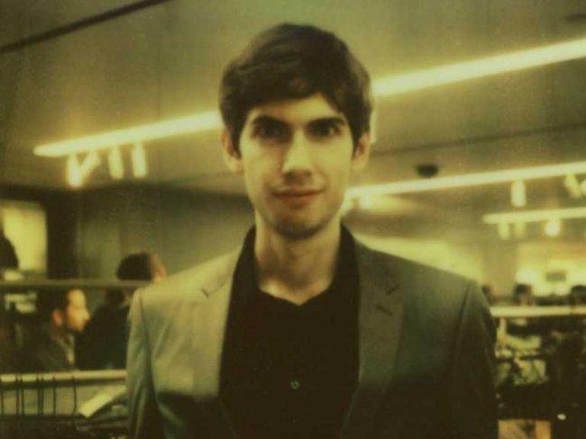 Un bel primo piano, intenso, di David Karp