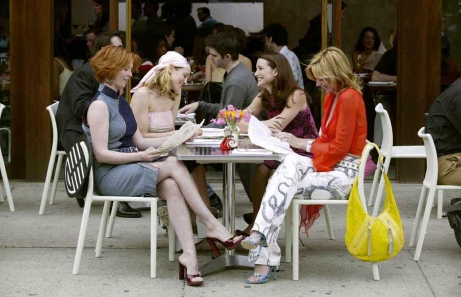 3 - Aggiornamento al bar con le amiche: ora si fa tutto in chat.