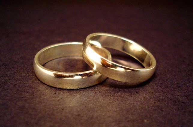 19 - L'anello per ufficializzare il fidanzamento o il matrimonio: non è più l'anello, ma lo stato dichiarato su FB a indicare se siamo nubili, celibi, liberi o impegnati/coniugati.