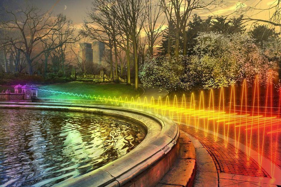 Nella rappresentazione fotografica di questa fontana nel centro di Washington DC viene evidenziato come la banda che trasmette i dati WiFi si divida in sottocanali e anche come ? vista la distanza minore delle onde WiFi rispetto ad altre onde radio ? sia difficile interrompere questo collegamento con altri segnali (il microonde per esempio ha onde più corte del WiFi).