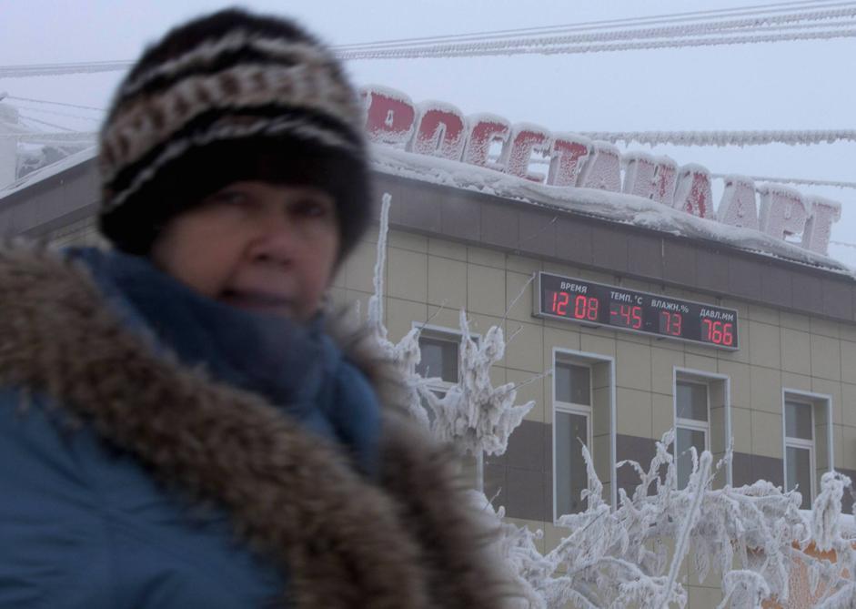 A mezzogiorno il termometro segna 45 gradi sottozero nella piazza di Yakutsk, in Siberia nella repubblica russa di Sakha  (Reuters/Maxim Shemetov)