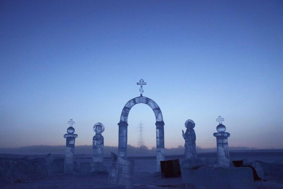 Sculture di ghiaccio per celebrare l'Epifania ortodossa sul fiume Lena a Yakutsk (Reuters/Maxim Shemetov)