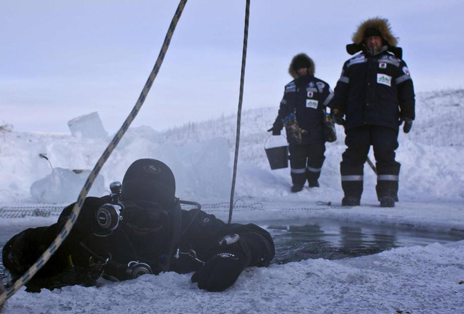 Il 1° febbraio un gruppo di scienziati di Mosca si è immerso nel lago Labynkyr, a circa 100 km  a sud di Oymyakon, considerato il lago più freddo del mondo (Reuters/Maxim Shemetov)