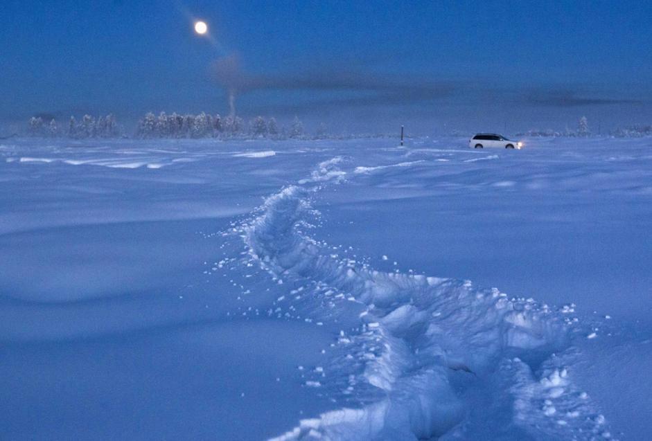 Paesaggio notturno presso la stazione meteorologica di Vostochnaya, a 500 km a nord-est di Yakutsk. Le distanze siberiane sono infinite  (Reuters/Maxim Shemetov)
