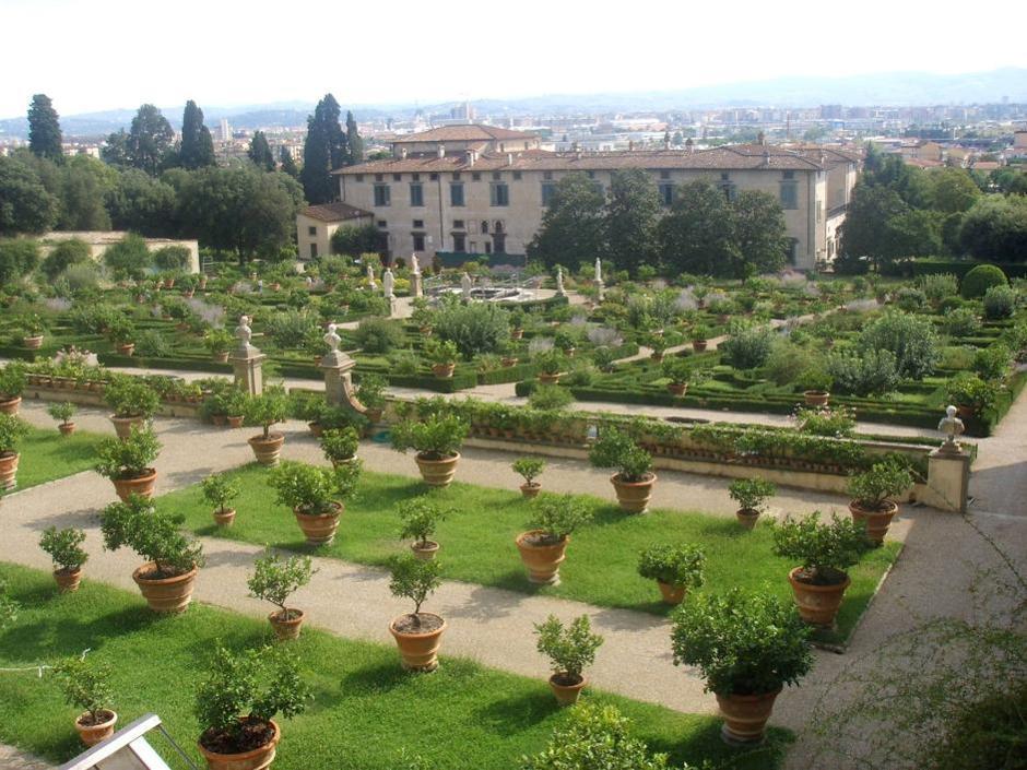 Le Ville medicee sono state inserite da quest'anno dall'Unesco nel patrimonio dell'umanità. Quella di Castello ospita la sede dell'Accademia della Crusca