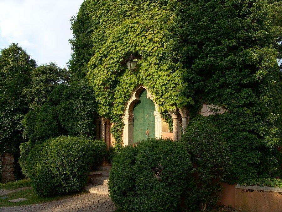 I giardini sono stati realizzati nei primi anni Settanta dal conte Giuseppe Sigurt�