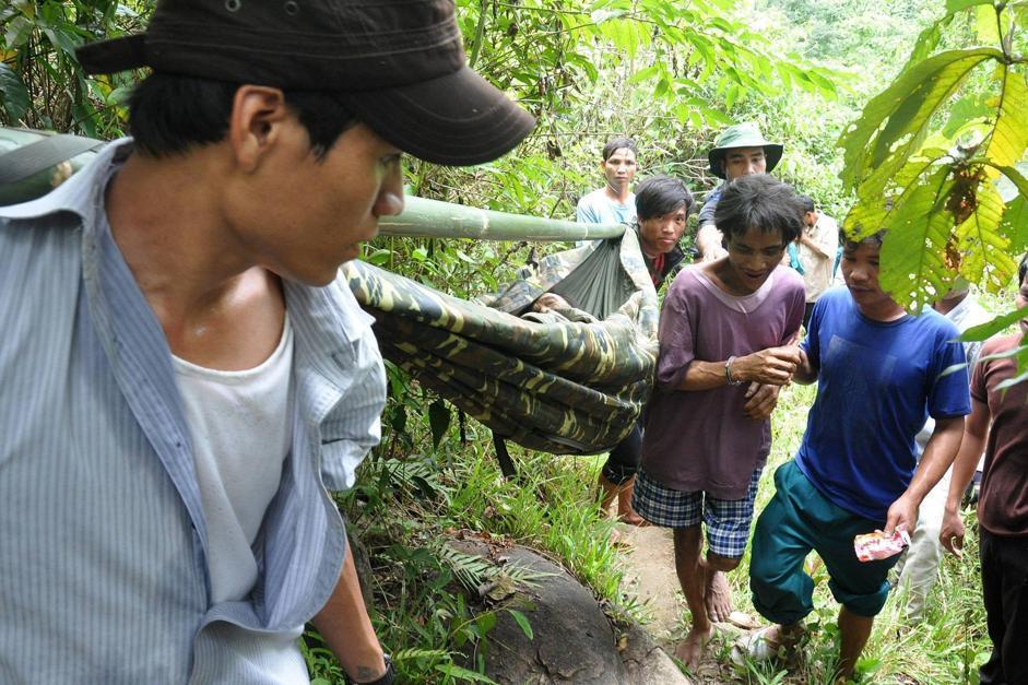 Vietnam padre e figlio ritrovati dopo 40 anni nella giungla for Come costruire una palestra nella giungla