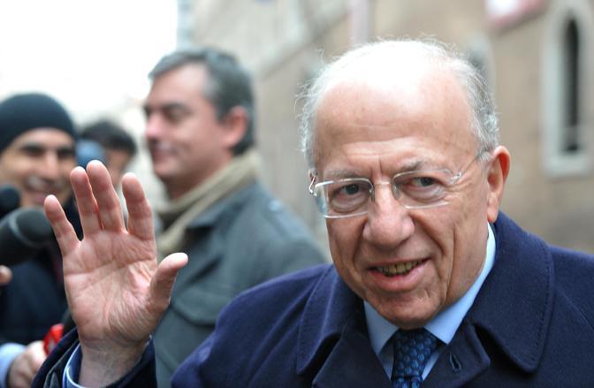 Nella foto l'arrivo del presidente di Mediaset Fedele Confalonieri (Ansa)