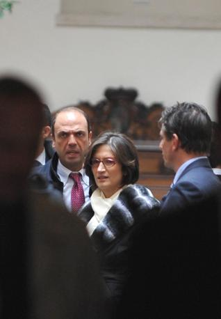 Il ministro Alfano e il ministro dell'Istruzione MariaStella Gelmini (Ansa)