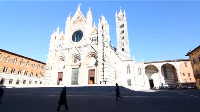 Siena - Le paure del gioiello rosso