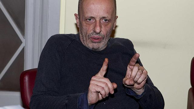 Giannino Un Matto Viveva In Ufficio Col Gatto Che Pisciava E