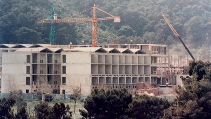Durante la costruzione nel 1990